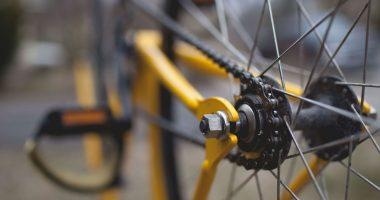 Die Fahrradmitnahme ist in ausgewählten Bahnen und Bussen möglich.