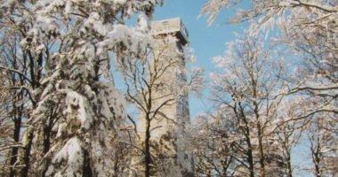 Ausichtsturm-im-Winter-Quelle-TI-Schoefweg